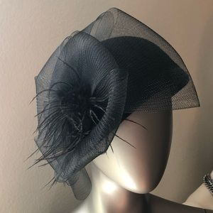 Accessories - Vintage Cloche Wool Hat with Feather Tulle Veil